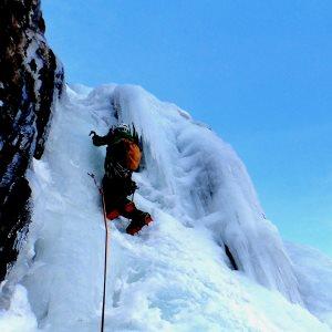 alpinisme-pyrenees-cascade-glace-gavarnie