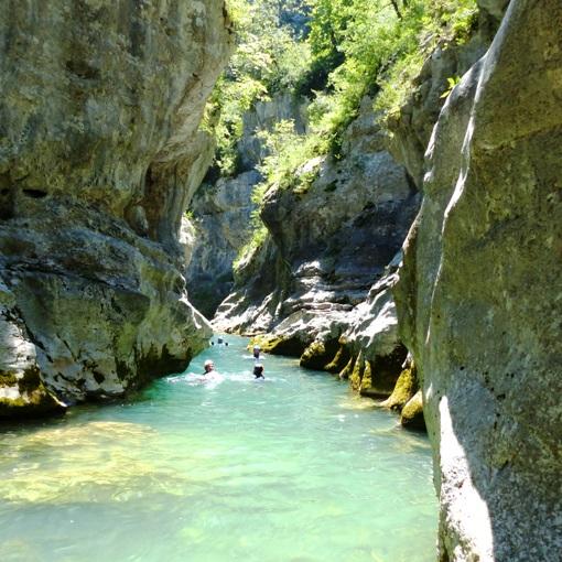 Miraval Intégral et son eau turquoise. L'un des nombreux passages à la nage.